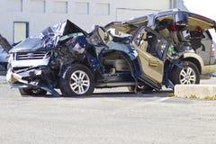 ΙΝΔΙΑΝΑΠΟΛΗ - ΤΟΝ ΟΚΤΏΒΡΙΟ ΤΟΥ 2015 CIRCA: Συμπληρωμένο συνολικά αυτοκίνητο SUV μετά από το μεθυσμένο Drive ατύχημα στοκ φωτογραφία με δικαίωμα ελεύθερης χρήσης