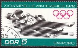 Circa 1972 van Oost-Duitsland: Geannuleerde die postzegel in Oost-Duitsland wordt gedrukt, dat de winter de olympische bobconcurr royalty-vrije stock foto's