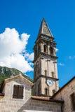 Circh en Perast en la bahía de Boka Kotor (Boka Kotorska), Montenegro, Europa imagen de archivo libre de regalías