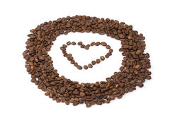 Circle roasted coffee beans with a heart in the middle. Royalty Free Stock Photos