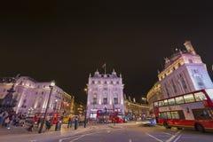 Circo de Piccadilly em Londres na noite Fotos de Stock Royalty Free