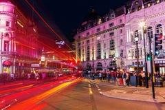 Circo de Piccadilly em Londres, Reino Unido, na noite Fotos de Stock Royalty Free