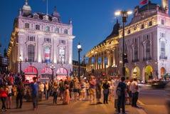 Circo de Piccadilly en noche Londres Imágenes de archivo libres de regalías