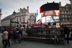 Circo di Piccadilly con i tabelloni per le affissioni a Londra centrale, Regno Unito Immagine Stock Libera da Diritti
