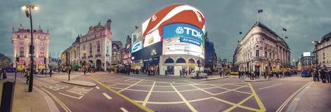 Circo di Piccadilly a Londra alla notte Fotografie Stock Libere da Diritti
