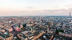 Circo y señales centrales de Piccadilly de la ciudad de Londres de la visión aérea Imagen de archivo