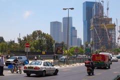 Circolazione sulla via della città a Tel Aviv, Israele Fotografia Stock