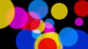 Circonda l'animazione del fondo I cerchi variopinti spargono lentamente nelle direzioni differenti su un fondo scuro royalty illustrazione gratis