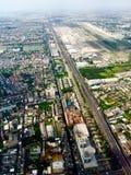 Circondare dell'aeroporto e della città della Tailandia Immagine Stock