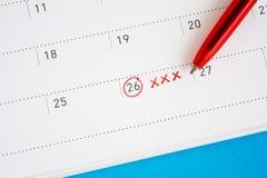 Circondi e xxx segno del segno sul calendario Immagine Stock