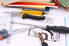 Circuit électronique et outils Photos libres de droits