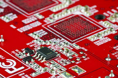 Circuit électronique rouge Photo stock