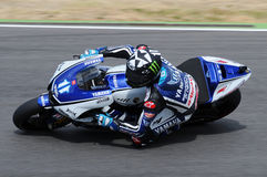 Circuit de MUGELLO - 13 juillet : Ben Spies Yamaha emballant à la session de qualification de MotoGP Grand prix de l'Italie, le 1 Photographie stock libre de droits