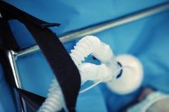 Circuit respiratoire pour des buts médicaux dans le traitement du patient grave images stock