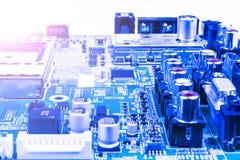 Circuitboard med motstånd, mikrochipers och elektronisk componentCircuitboard med motstånd, mikrochipers och elektroniska delar Royaltyfri Bild