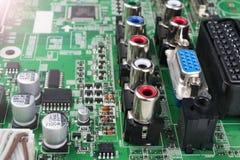 Circuitboard med motstånd, mikrochipers och elektroniska delar Maskinvaruteknologi för elektronisk dator Inbyggd communicati Royaltyfria Foton