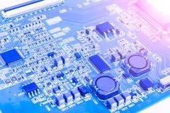 Circuitboard med motstånd, mikrochipers och elektroniska delar Maskinvaruteknologi för elektronisk dator Inbyggd communicati Arkivbilder