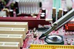 Circuiti stampato di saldatura Immagini Stock