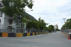 Circuito de carreras del motor en ciudad Imágenes de archivo libres de regalías