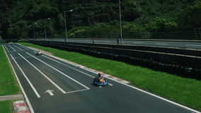 Circuito de carreras para competir con de Kart almacen de metraje de vídeo
