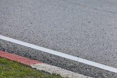 Circuito de carreras - pista de despeque y detalle del bordillo Foto de archivo