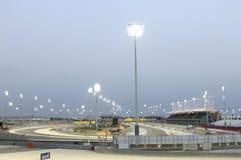 Circuito de la fórmula 1 de Bahrein listo para la 1ra raza de la noche Imagen de archivo