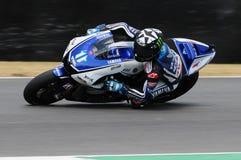 Circuito de MUGELLO - 13 de julio: Ben Spies Yamaha que compite con en la sesión de calificación de MotoGP Grand Prix de Italia,  Foto de archivo libre de regalías