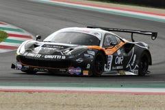 Circuito de Mugello, Italia - 6 de octubre de 2017: Ferrari 488 GT3 de Team Black Bull Swiss Racing, conducidos por S GAI y M RUG imagen de archivo