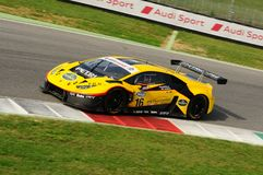 Circuito de Mugello, Italia - 6 de octubre de 2017: Lamborghini Huracan de Petri Corse Motorsport Team conducido por Baruch Bar - foto de archivo libre de regalías