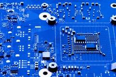 Circuito del computer che mostra le componenti su un modello immagine stock