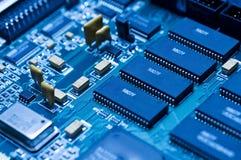 Circuito electrónico azul Fotos de archivo libres de regalías