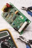 Circuito elettrico e electrotools sull'illustrazione Fotografia Stock