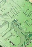 Circuito elettrico verde con i microchip ed i transistor Immagine Stock