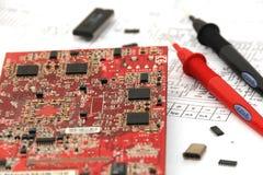 Circuito elettronico con gli elementi e la documentazione dei circuiti Immagine Stock