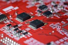 Circuito stampato con i componenti elettronici fotografia stock libera da diritti