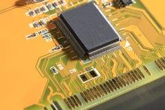 Circuito stampato con le componenti elettriche Fotografie Stock