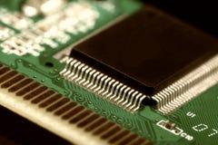 Circuito stampato con le componenti elettriche Fotografia Stock
