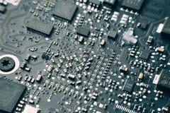 Circuito stampato con le componenti elettriche Immagine Stock