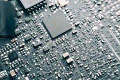 Circuito stampato con le componenti elettriche Immagine Stock Libera da Diritti