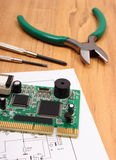 Circuito stampato strumenti di precisione e diagramma di elettronica, tecnologia Immagine Stock