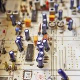 Circuits électroniques dans salut une radio de fidélité photographie stock libre de droits