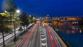 Circulación en la ciudad en la noche imagenes de archivo