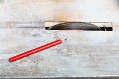 Circulaire a vu des lames de coupeur utilisées pour couper le carrelage photographie stock