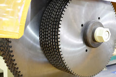 Circular saw on the stone cutting machine Royalty Free Stock Photos