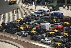 Circulation d'heure de pointe, taxis, vue aérienne Images libres de droits
