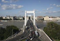 Circulation de Budapest sur la passerelle d'Elizabeth Image libre de droits