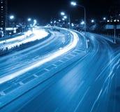 Circulation de nuit dans la ville moderne Photographie stock