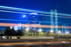 Circulation de nuit sur la rue Photo stock