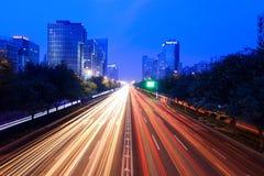 Circulation de nuit sur la rue Image libre de droits