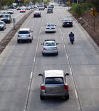 Circulation de rue des véhicules et de la moto ci-dessus photo stock
